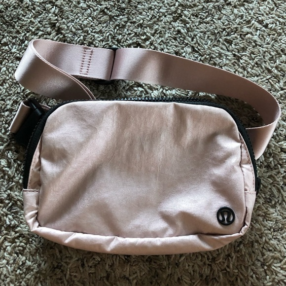 lululemon athletica Handbags - SOLD Lululemon Everywhere Belt Bag!